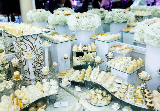 Candy bar served and made in white and beige tones