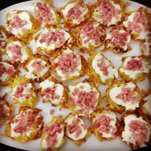 Pancakes alle patate con crema di formaggio e tartarre di prosciutto cotto
