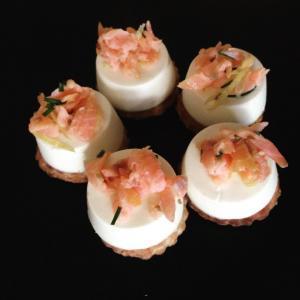 Panna cotta con salmone aneto e limone