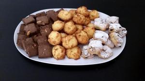 Biscotti misti: frolla al cacao, biscotti al cocco, frolla con noci e uvetta