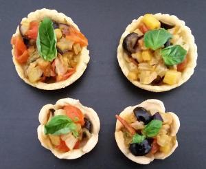 Barchette in pasta brisee vegana con caponatina