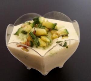 Panna cotta allo zafferano con tartarre di zucchine
