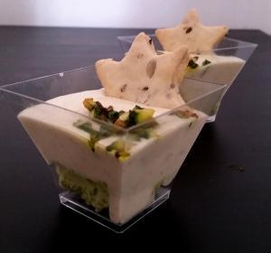 panna cotta speziata con tartarre di zucchine, avocado e biscotto salato ai semi