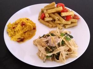 Tris di primi: risotto zafferano e mele - pasta al pesto di pistacchi con taggiasche e ciliegini - tagliatelle con crema di tofu, champignon e cime di rapa