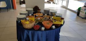 Aperitivo al Polo Piagge: il tavolo delle prelibatezze Cantiere Cucina