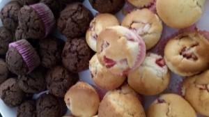 Mini muffin al cioccolato e alla fragola