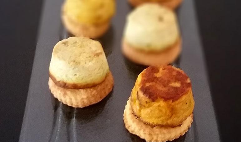 Sformatini monoporzione su biscotto salato